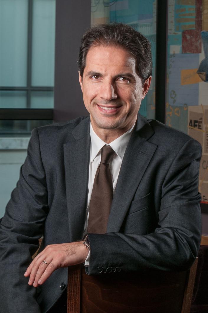 Portrait corporate d'un des dirigeants chargé du marketing de Starbucks France.