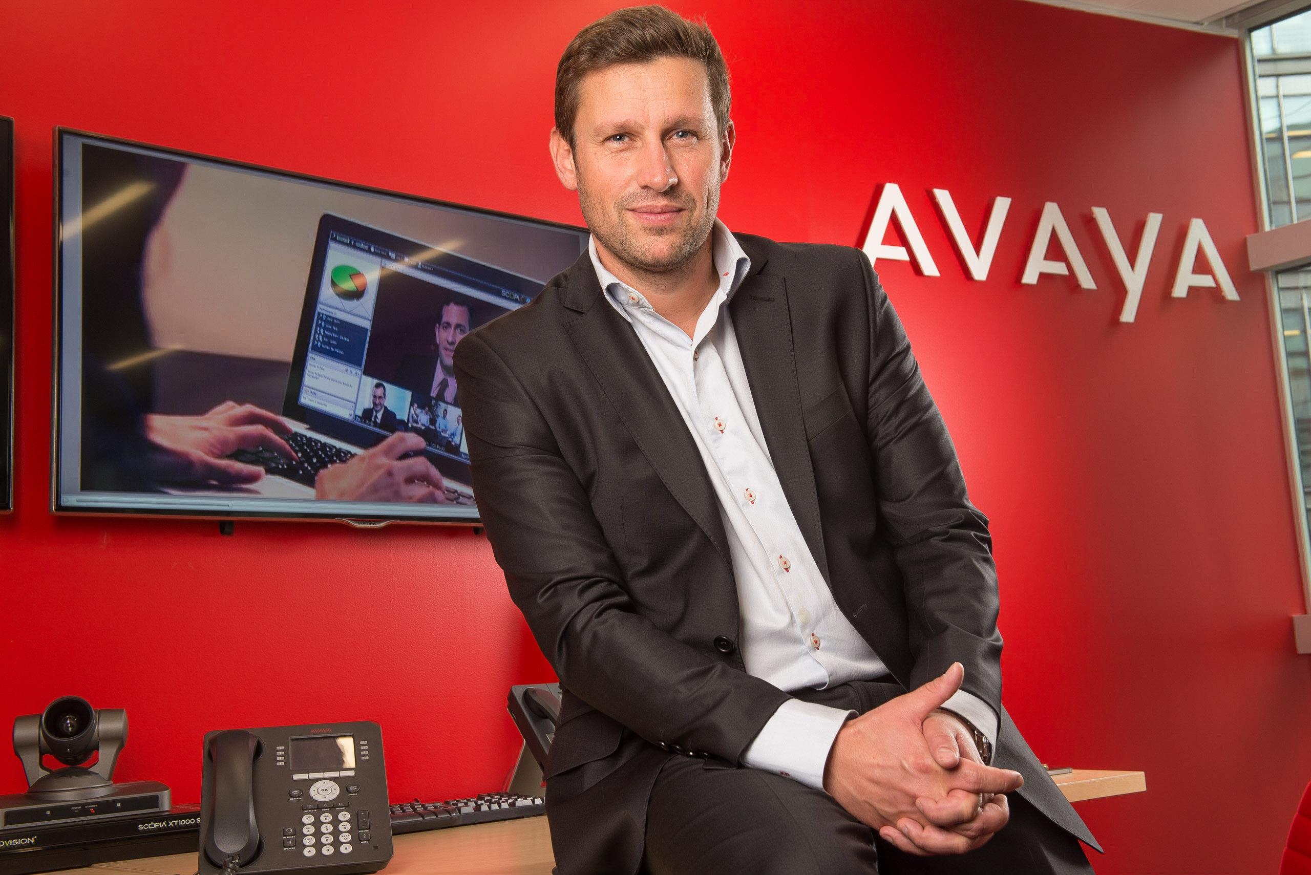 Portrait corporate des cadres de l'entreprise Avaya. Réalisation des portraits en condition de studio dans les locaux de l'entreprise, avec des flashs torches et des modeleurs de lumières.