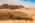 Arabie Saoudite. Madâin Sâlih. Mission archéologique franco-saoudienne sur le site de l'antique cité nabatéenne de Hégra.  Vue sur les tombeaux monumentaux dit Qasr al-Bint. Au 2nd plan  le massif rocheux (grès) Jabal Ithlib qui abrite le sanctuaire religieux Nabatéens