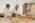 Arabie Saoudite. Madâin Sâlih. Mission archéologique franco-saoudienne dans l'antique cité nabatéenne de Hégra. Retour d'une journée de fouilles. Restauration des poteries nabatéennes à partir des tessons collectés. Guillaume Charloux, un des archéologues, confie les morceaux de poterie collectés sur son chantier aux responsables de la céramique et de sa restauration, Caroline Durand et François Bernel.