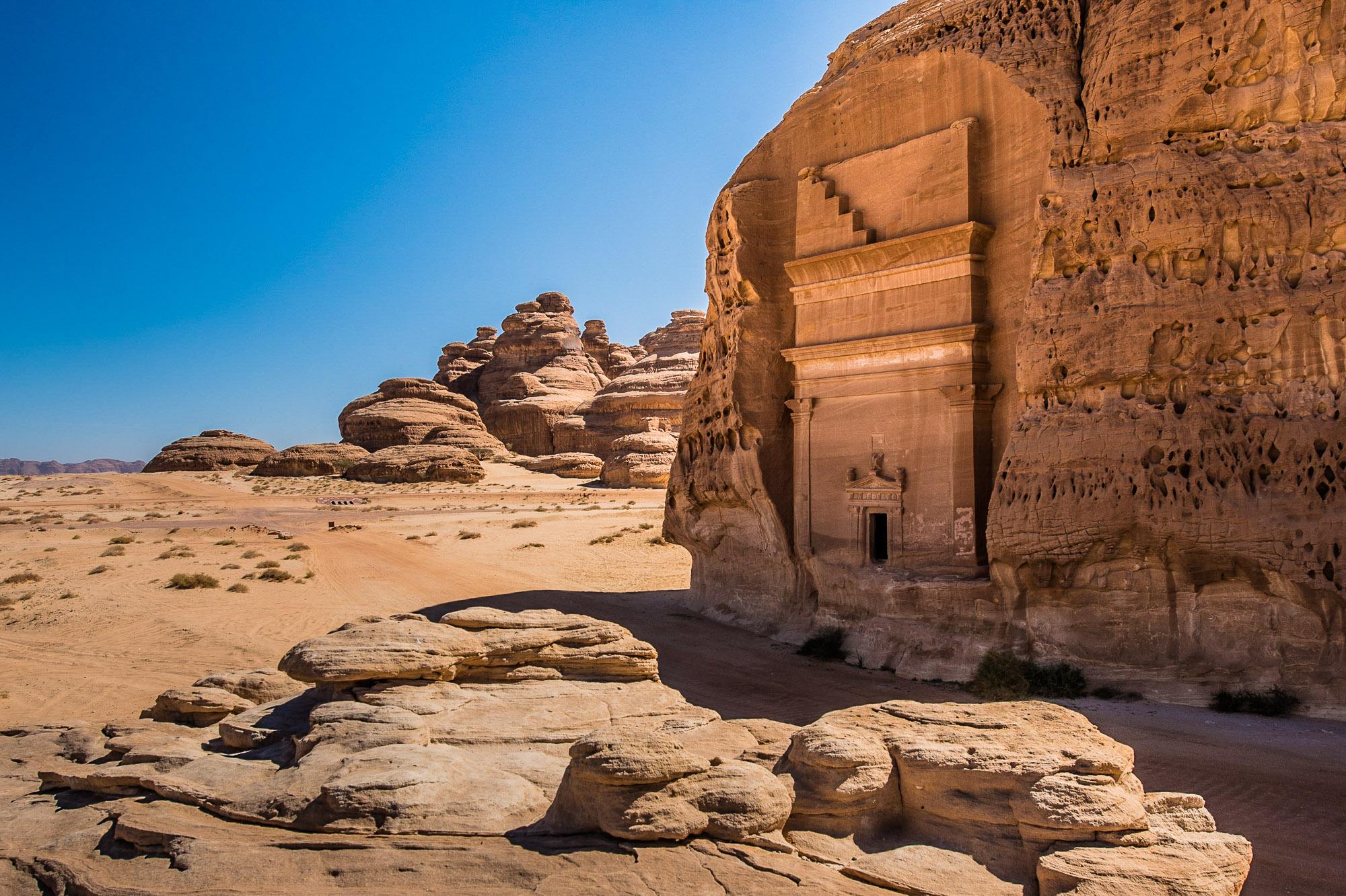 Arabie Saoudite. Madâin Sâlih. Mission archéologique franco-saoudienne sur le site de l'antique cité nabatéenne de Hégra.  Vue sur un des tombeaux monumentaux dit Qasr al-Bint.