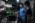 ENS, Département de physique, LKB (Laboratoire Kastler Brossel) Laboratoire d'imagerie optique dans les milieux complexes et biologiques dirigé par Sylvain Gigan. Le laboratoire est plongé en permanence dans la pénombre afin d'éviter les inteaction entre la lumière ambiantes et la lumière émise par les dispositifs expériementaux. Devant une table optique, le doctorant Mickael Mounaix conseille l'étudiant stagiaire Vincent Vinel pour le montage de son dispositif expérimental.