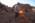 Arabie saoudite, région de Al Jawf, Sakaka, Camel Site. Yamandu Hilbert tamise les sédiments provenant du sondage