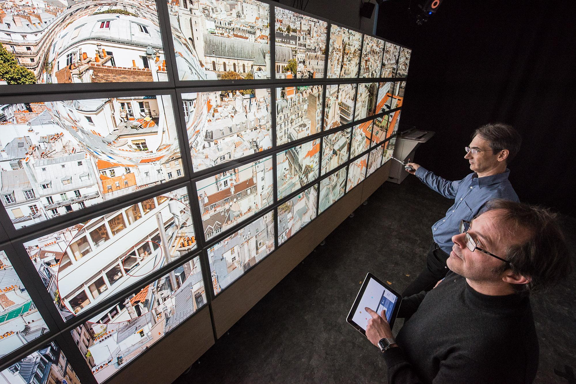 Equipes AVIZ et In Situ Orsay. Mur d'image permettant  la visualisation de détails dans une image HD.