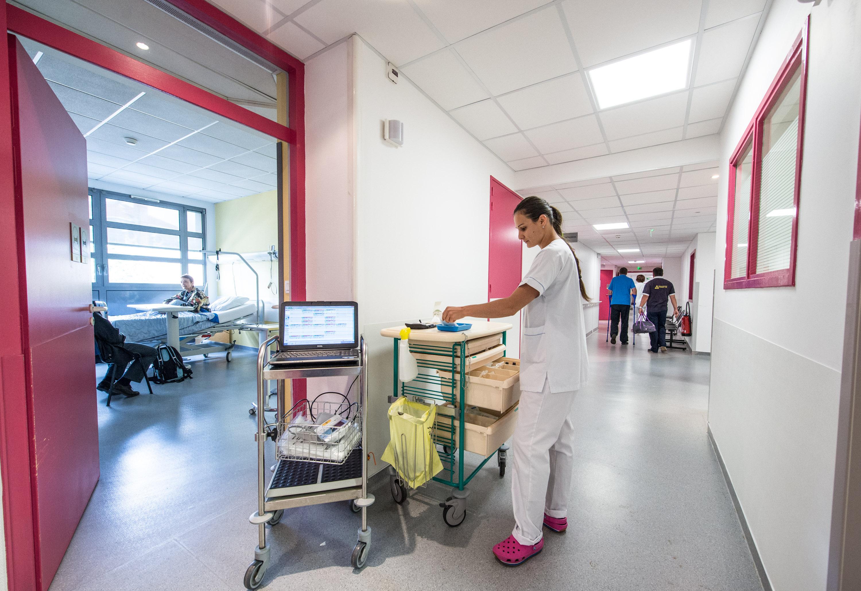 Reportage pour la clinique Infirmerie Protestante. Service d'hospitalisation.