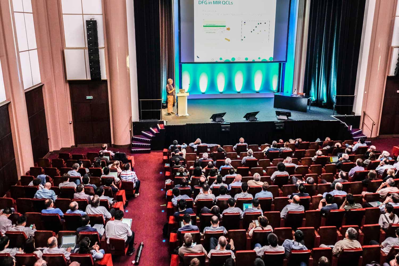 Photographie évènementielle du congrès scientifique de physique IRMMW THZ