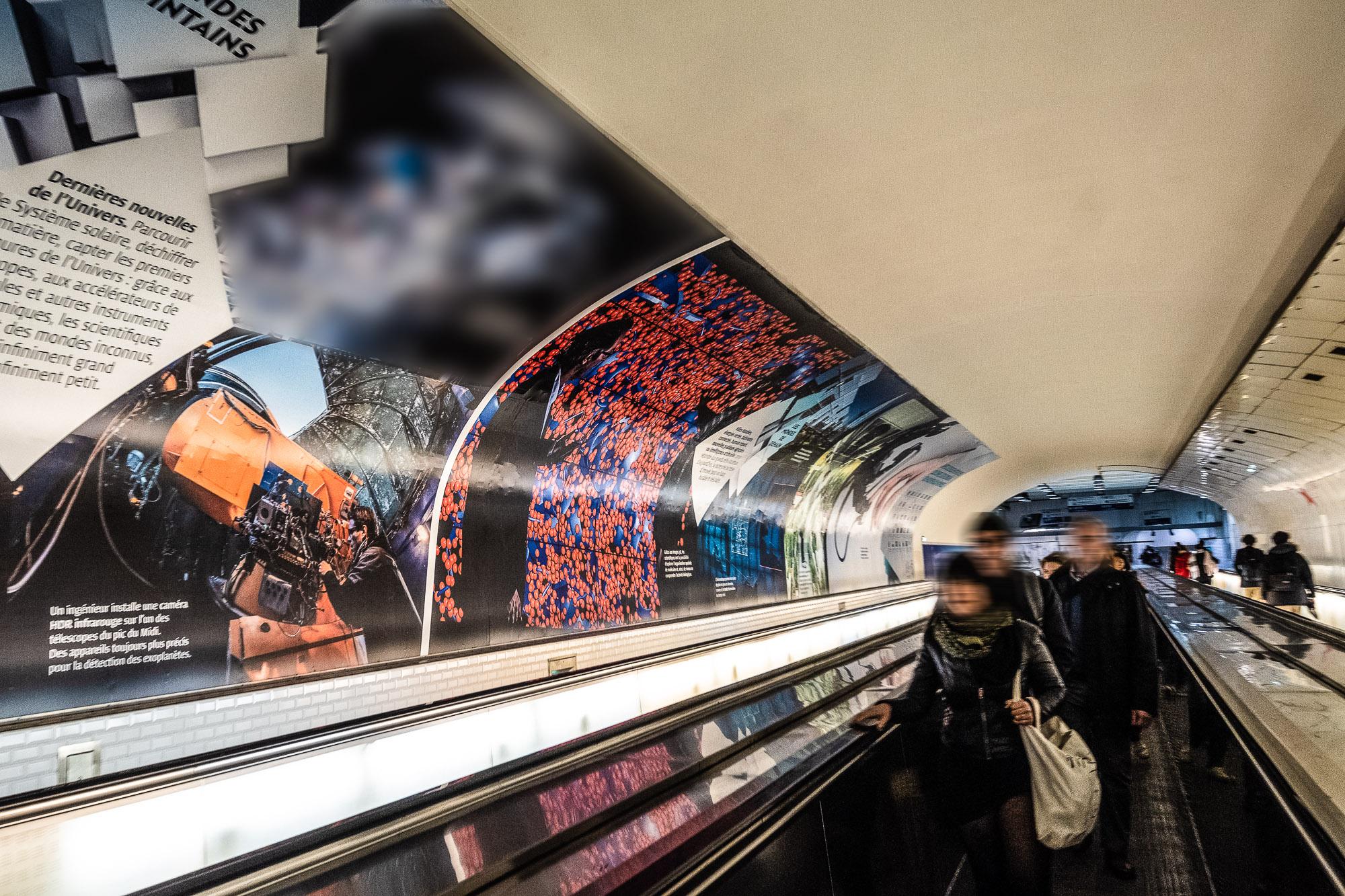Exposition de photographies de scientifiques au travail au Métro Montparnasse Bienvenüe à l'occasion des 80 ans du CNRS  au Métro Montparnasse Bienvenüe à l'occasion des 80 ans du CNRS