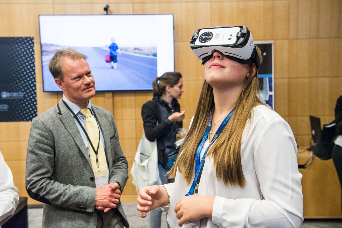 6 June 2017 - OECD Forum 2017. Virtual Reality Demonstrations. OECD, Paris, France.Photo: OECD/Hubert  Raguet