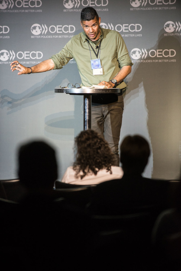 6 June 2017 - OECD Forum 2017. 15/15 Talk.  OECD, Paris, France.Moderator(s)Shiv Malik, Author & Journalist, The GuardianSpeaker(s)Hendricks Vincent HendricksProfessor of Formal Philosophy; Director of Center for Information and Bubble Studies (CIBS);University of Copenhagen, DenmarkPhoto: OECD/Hubert  Raguet