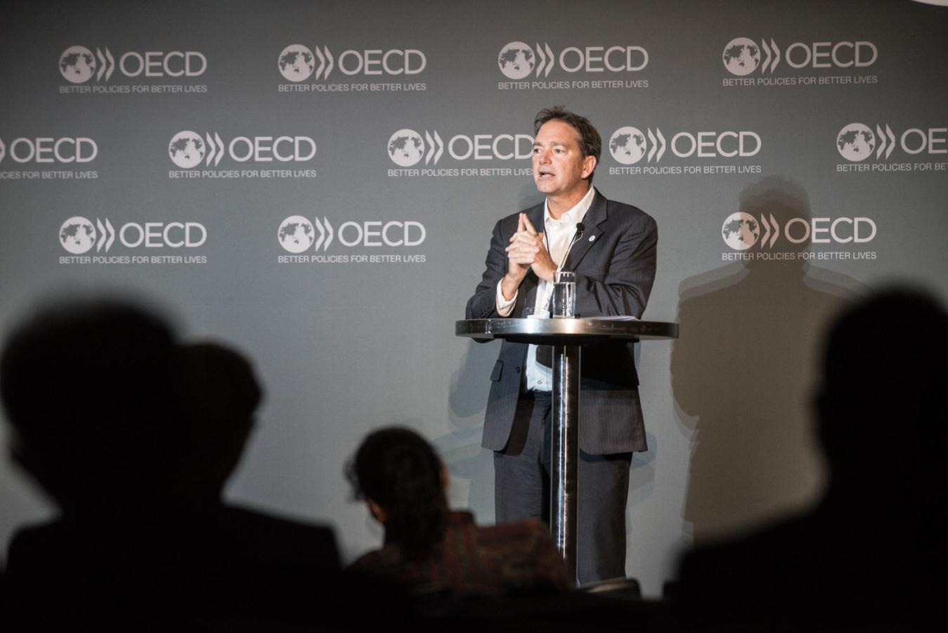 6 June 2017 - OCDE-OECD Forum 2017: 15/15 Talk – Exponential Disruption. OECD, Paris, France.Nicholas Haan, Vice-President, Impact & Faculty Chair, Global Grand Challenges, Singularity UniversityWith Shiv Malik, Author & JournalistPhoto: OECD/Hubert Raguet