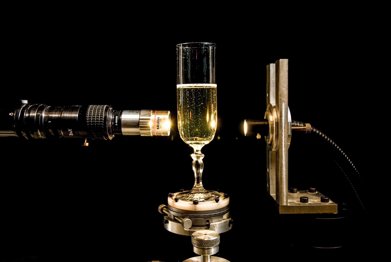 Université de Reims. URCA, Laboratoire d'Oenologie et de Chimie Appliquée. Visualisation de la nucléation et de la croissance des bulles de champagne à l'aide d'une caméra ultra rapide.