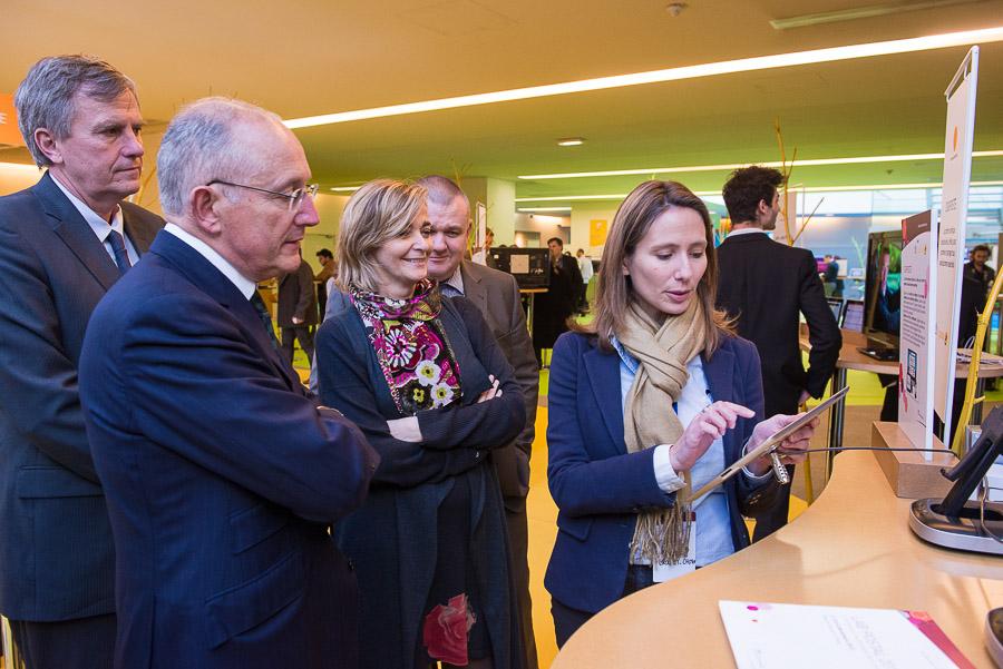 Reportage photographique évènementiel pour le groupe La Poste sur le Lab Postal 2013 dont l'objectif est de stimuler l'innovation et de préparer le changement au sein du groupe La Poste. Philippe Wahl PDG de La Poste