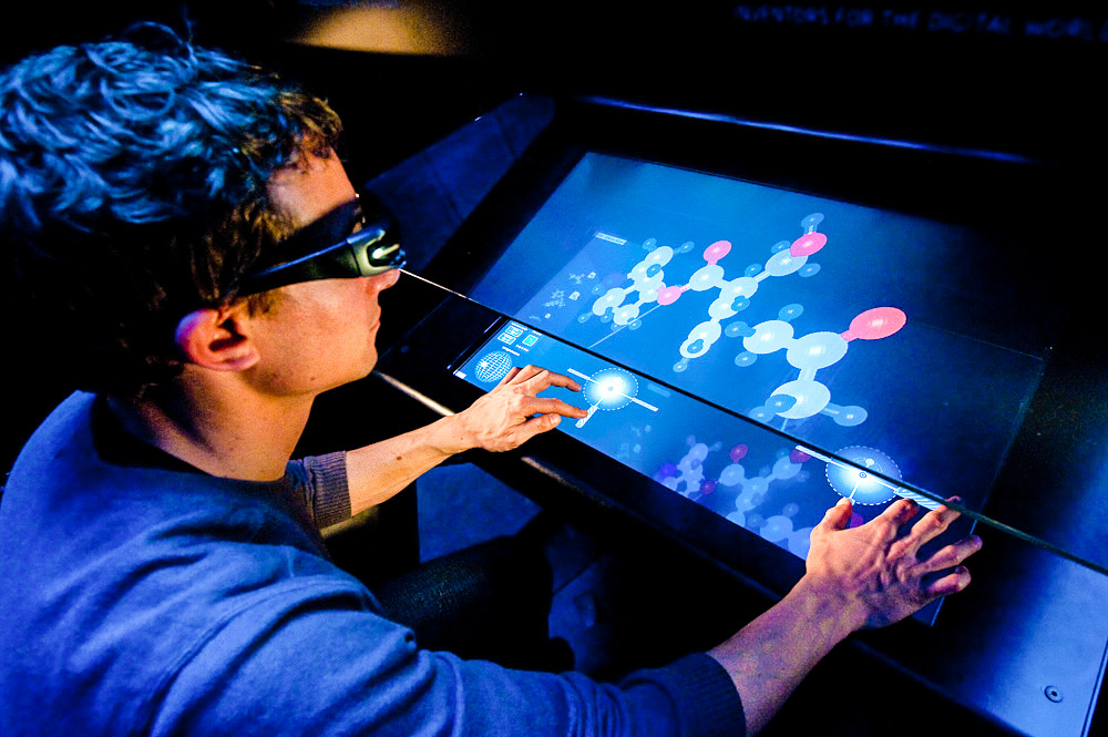 Réalisation des photographies du système d'immersion dans la 3D Touchéo. Il a été conçu par des scientifiques et des ingénieurs de l'INRIA et la société Immersion