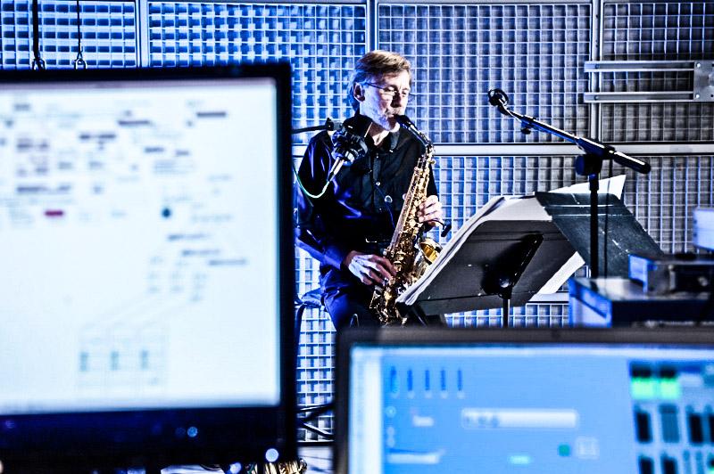Reportage photographique à l'IRCAM sur l'utilisation, par les compositeurs, du logiciel Antescofo. Il a été développé par Arshia Cont chercheur à l'IRCAM et à l'INRIA: